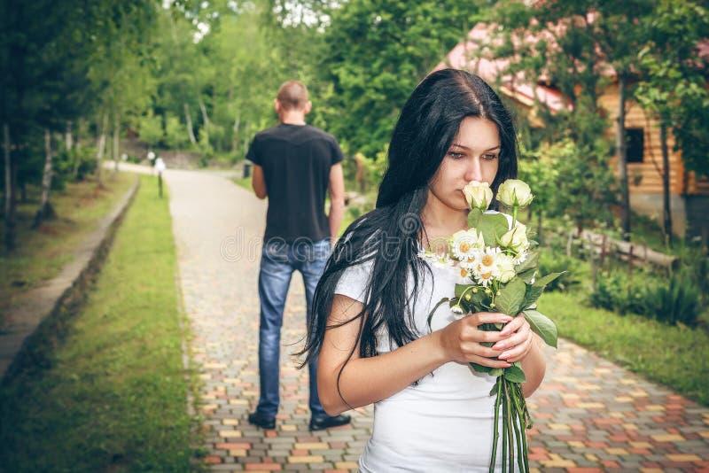 Konflikt und emotionaler Druck in den jungen Leuten lizenzfreie stockfotos
