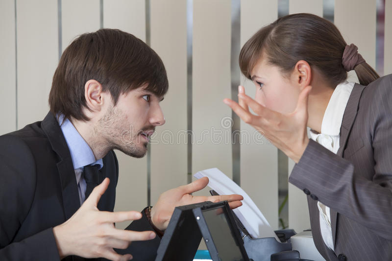 konfliktu biura dwa pracownicy obrazy royalty free