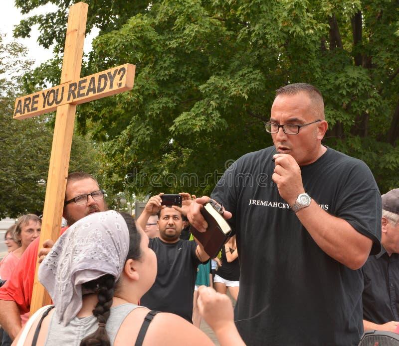 Konfrontation bei homosexuellem Pride Parade in Ottawa stockfotos