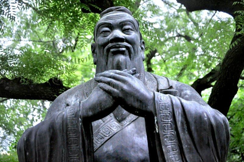 """Konfucius för å"""" å staty, Qingdao Kina fotografering för bildbyråer"""