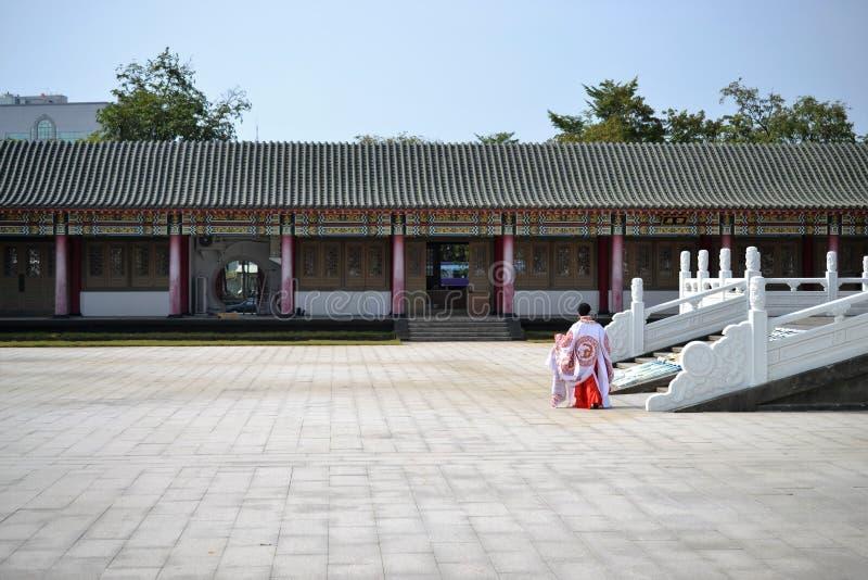 Konfucius tempel, typisk traditionell kinesisk arkitektur och kinesiska plagg som lokaliseras i Kaohsiung Taiwan fotografering för bildbyråer