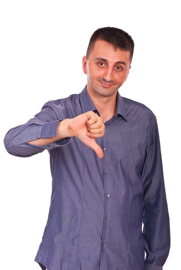 Konfuser Mann mit dem Daumen unten lizenzfreies stockfoto