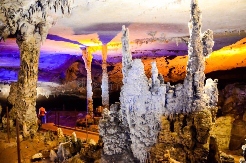 Konglor-Kalksteinhöhle in Khammuan-Provinz Laos stockbilder
