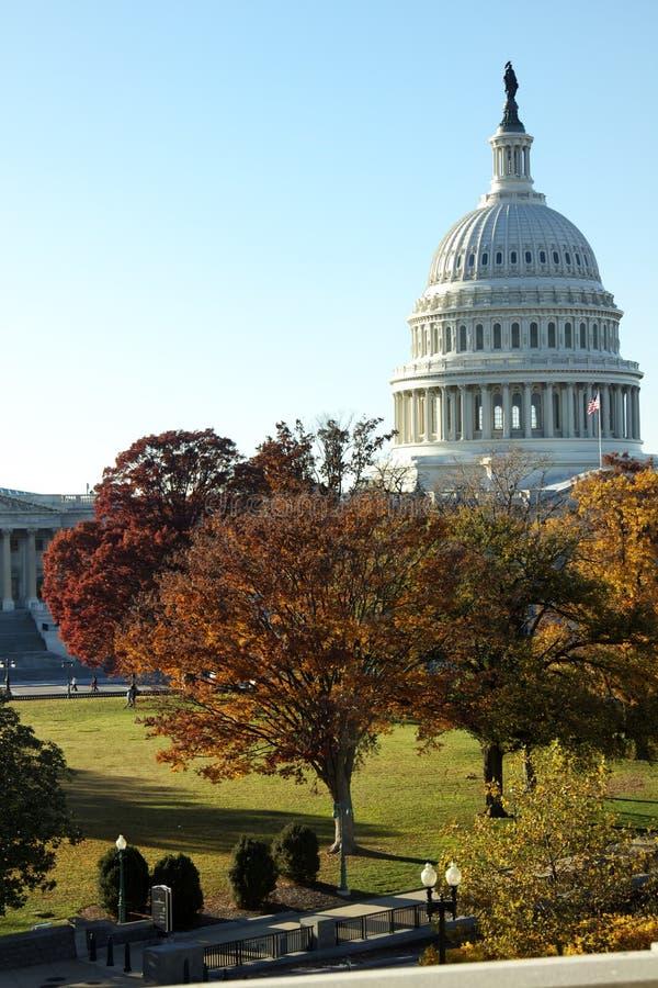 Kongresowy budynek z spadków kolorami zdjęcia stock