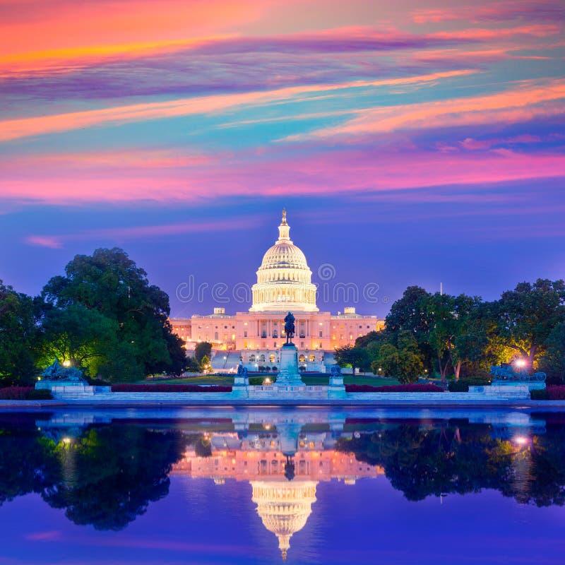 Kongress för Washington DC för Kapitoliumbyggnadssolnedgång arkivbild