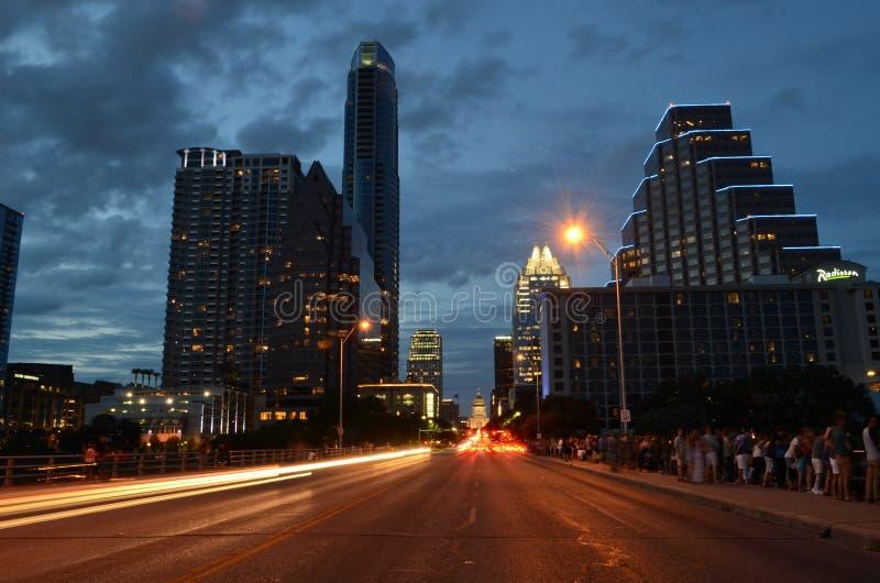 Kongressgata i Austin Texas på natten royaltyfri bild