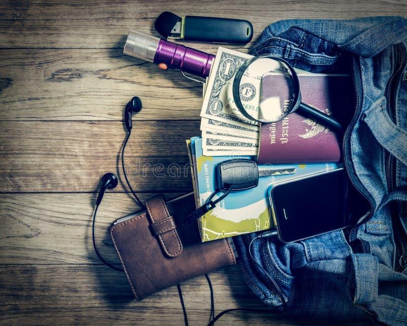 Konieczny przedmiot dla podróżników w drelichowej torebce obrazy stock