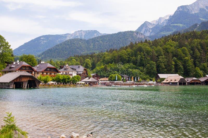 Konigssee湖,德语- 2018年5月29日:小船的木船坞在湖 图库摄影