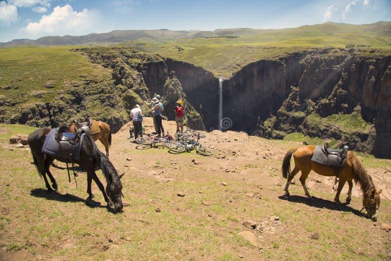 Konik trekking w Lesotho blisko Semonkong spada maletsunyane zdjęcie stock