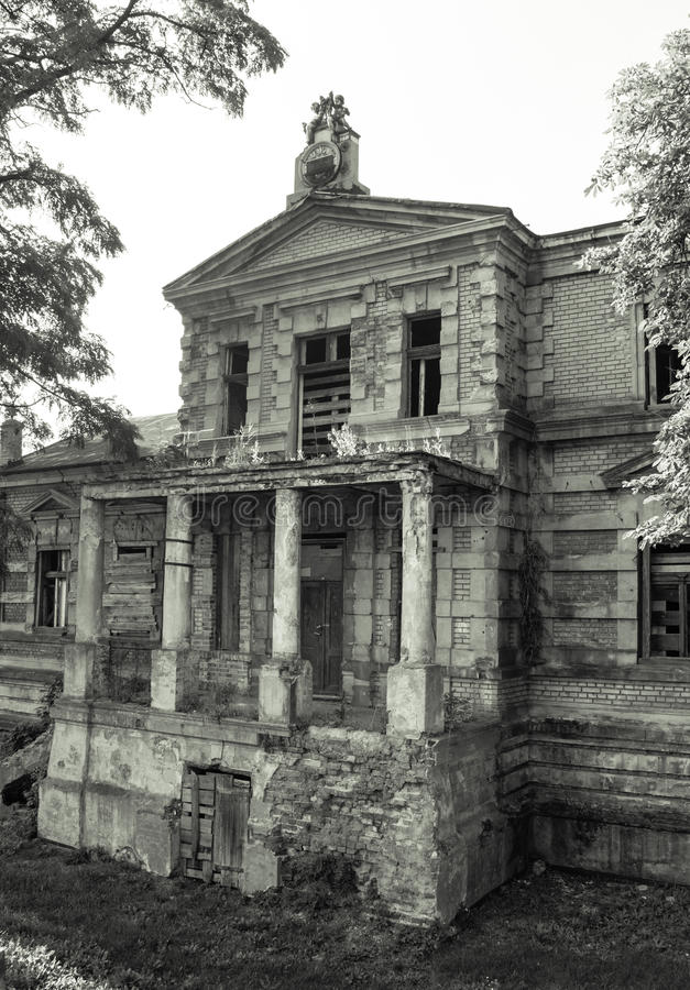 Konin, Polônia Palácio abandonado e negligenciado do ` s de Edward Raymond fotos de stock royalty free