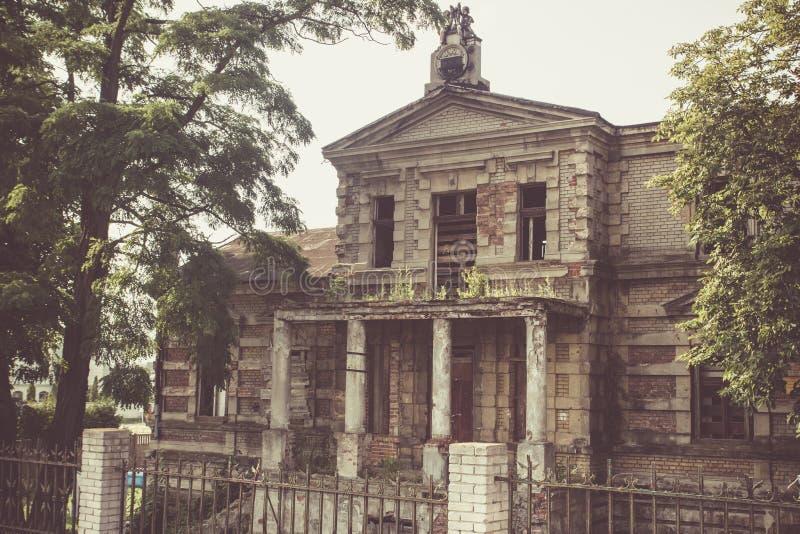 Konin, Polen Het verlaten en veronachtzaamde paleis van Edward Raymond ` s royalty-vrije stock foto's