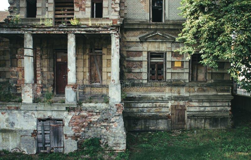 Konin, Polen Verlassener und vernachlässigter Edward Raymond-` s Palast stockbilder