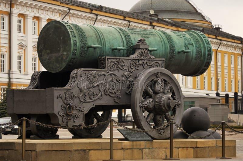 Koning Cannon Tsar Pushka in Moskou het Kremlin wordt getoond dat stock foto