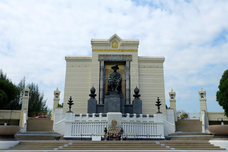 Koning Rama I monument, het ` s bij de Brug die van Phra wordt gevestigd Phuttha Yodfa stock foto