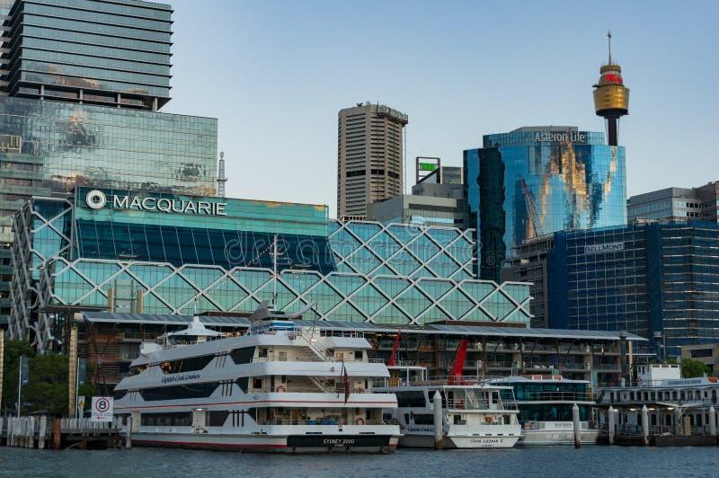 Koning Street Wharf met Sydney Central Business District-horizon royalty-vrije stock afbeeldingen