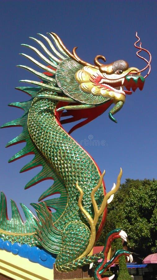 Koning van Naga onder blauwe hemel stock foto's