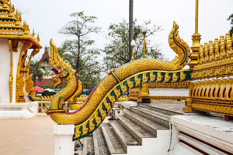 Koning van Nagas bij wat Nongwang Khonkaen, Thailand stock afbeeldingen
