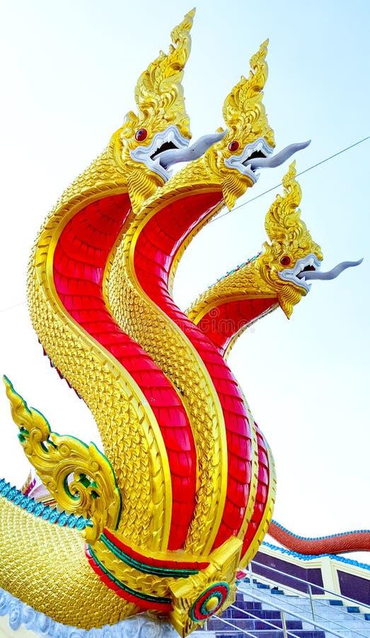Koning van Nagas-standbeeld bij tempel, Thailand royalty-vrije stock foto