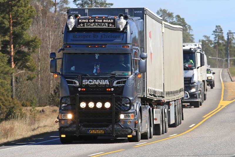 Koning van Weg Aangepaste Scania-Vervoer van de Ladingsvrachtwagen stock fotografie