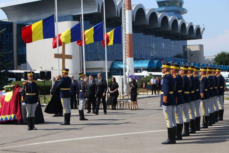 Koningin Anne van Roemenië sterft bij 92 - Ceremonie bij Otopeni Internationale Luchthaven stock afbeeldingen
