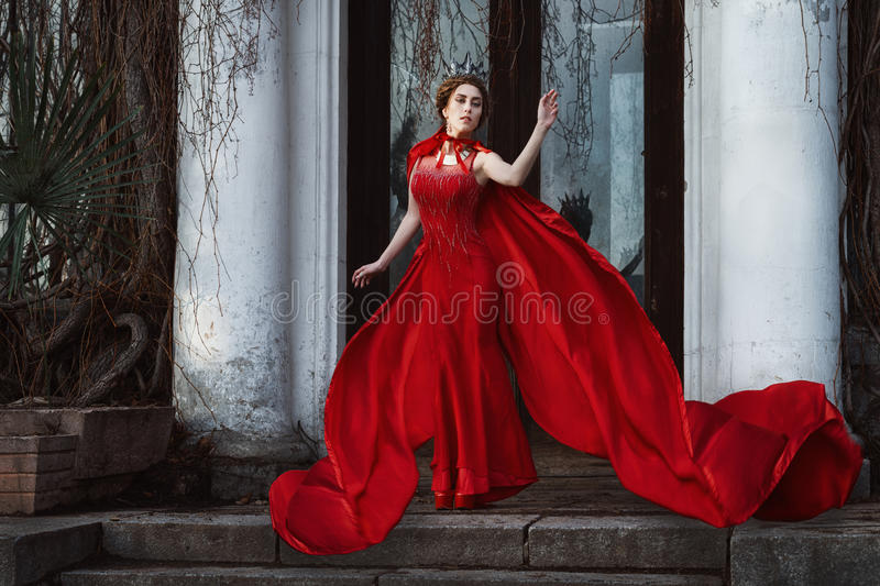 Koningin in de rode mantel royalty-vrije stock foto's