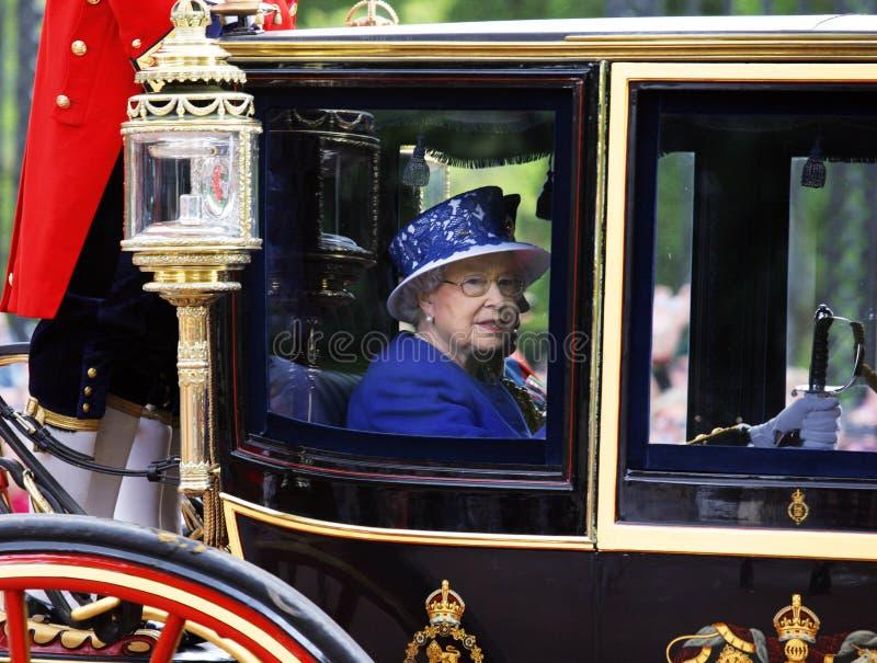 Koningin Elizabeth II op de Koninklijke Bus royalty-vrije stock afbeelding