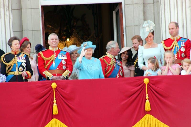 Koningin Elizabeth & Koninklijke Familie: Meghan Markle, Prins Harry, Prins George William, Charles, Philip, K stock foto's