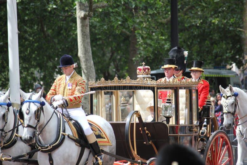 Koningin Elizabeth, Londen het UK, 8 Juni 2019 - Koningin Elizabeth Trooping de van de het Buckingham Palacevoorraad van de kleur stock foto