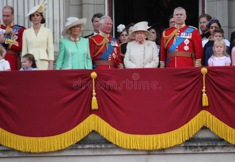 Koningin Elizabeth London het UK 8June 2019 - Meghan Markle Prince Harry George William Charles Kate Middleton stock foto