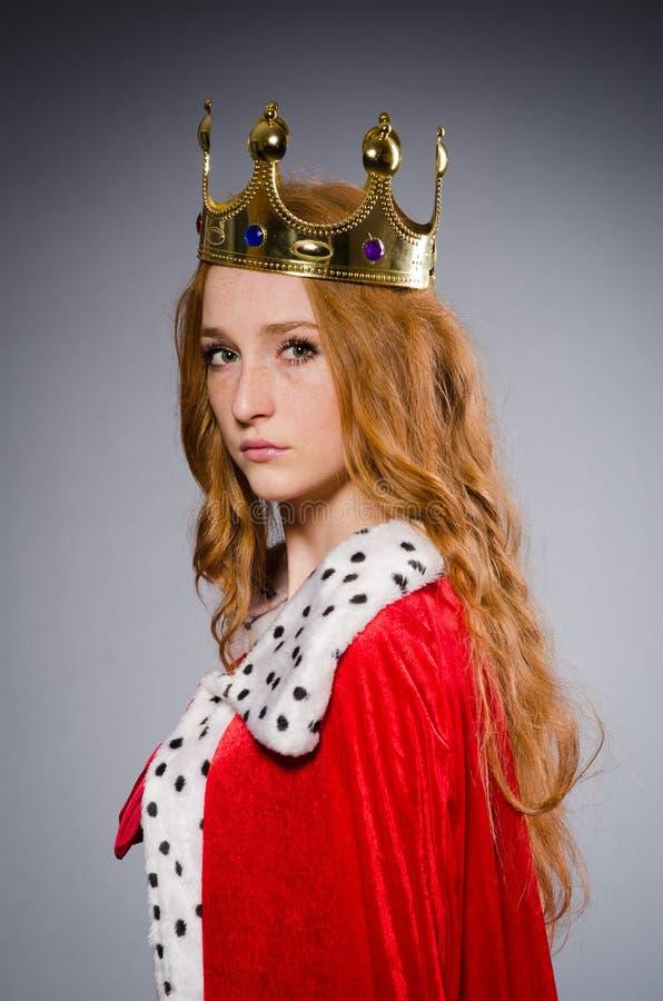Koningin in rode kleding royalty-vrije stock foto