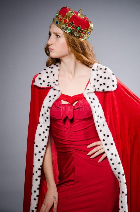 Koningin in rode kleding royalty-vrije stock foto's