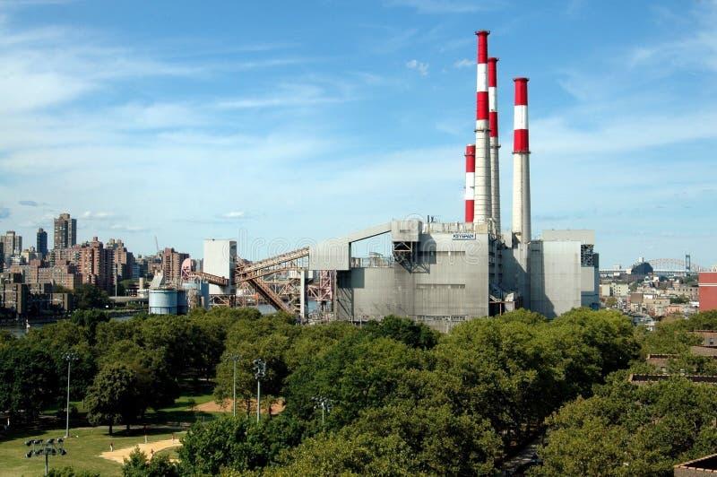 Koninginnen, NY: De Elektrische centrale van Keyspan royalty-vrije stock afbeelding