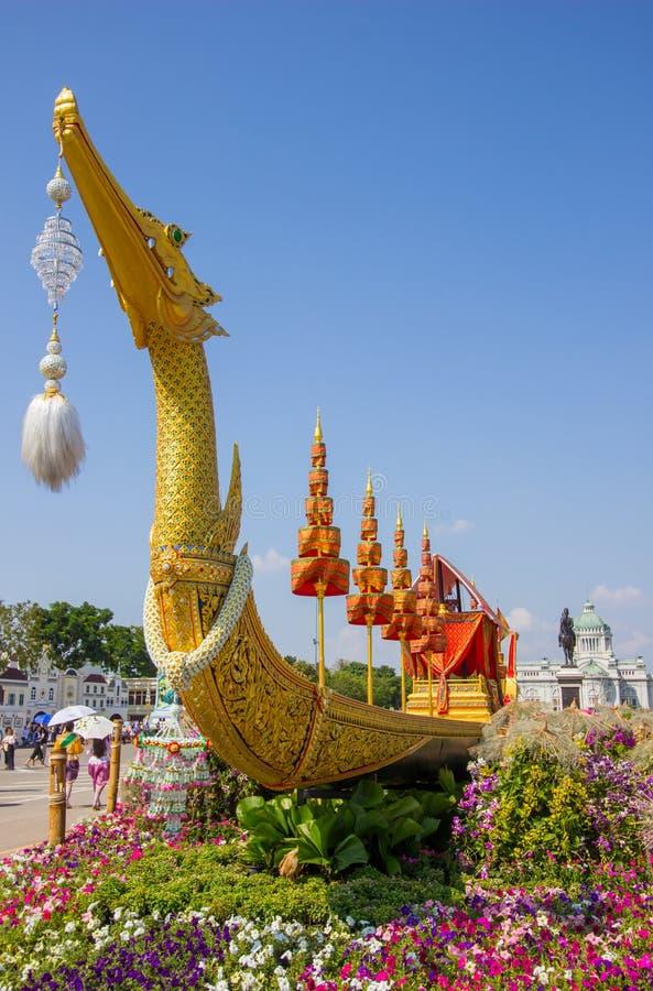Koninklijk de winterfestival, Nao van de V.N. Ai Rak Khlai Khwam, bij Koninklijk Plein, Dusit-Paleis en de Pa van Sanam Suea, Ban stock afbeeldingen