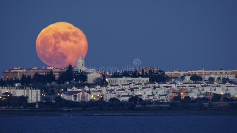 Koninklijk Instituut en Waarnemingscentrum van het Spaanse Marinevolle maan Toenemen stock fotografie