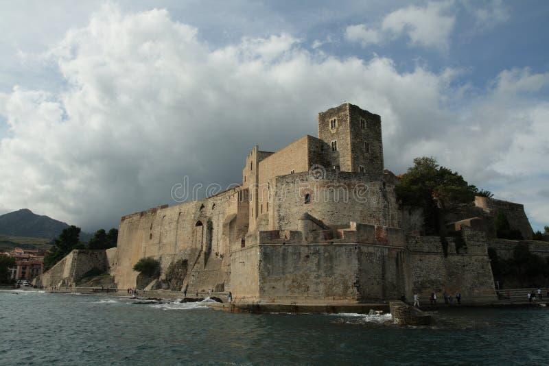 Koninklijk kasteel van Collioure in de Pyreneeën orientales, Frankrijk stock foto