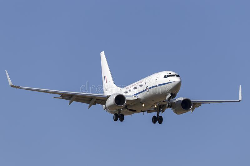 Koninklijke Australische Luchtmacht RAAF Boeing 737 VIP vliegtuigen van Eskader 34 op benadering van land bij de Internationale L stock foto's