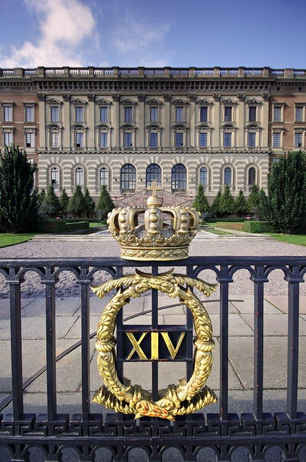 Koninklijke het paleispoort van Stockholm met kroon stock foto