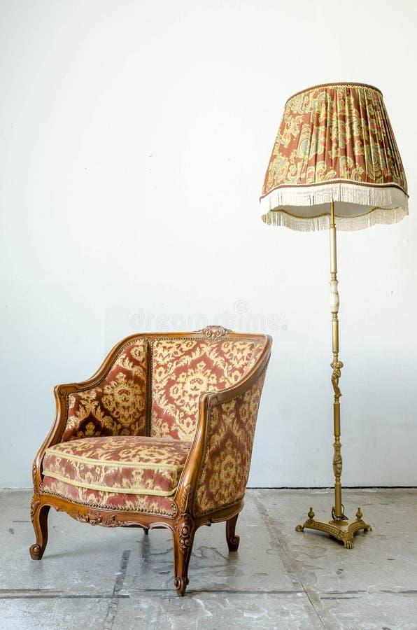 Koninklijke klassieke de banklaag van de stijlleunstoel stock afbeelding