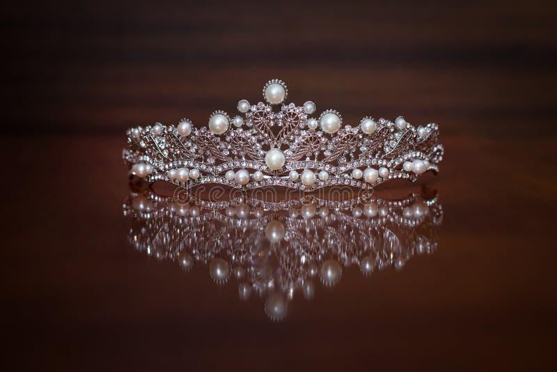Koninklijke kroon, diadeem Rijkdomsymbool van macht en succes royalty-vrije stock fotografie