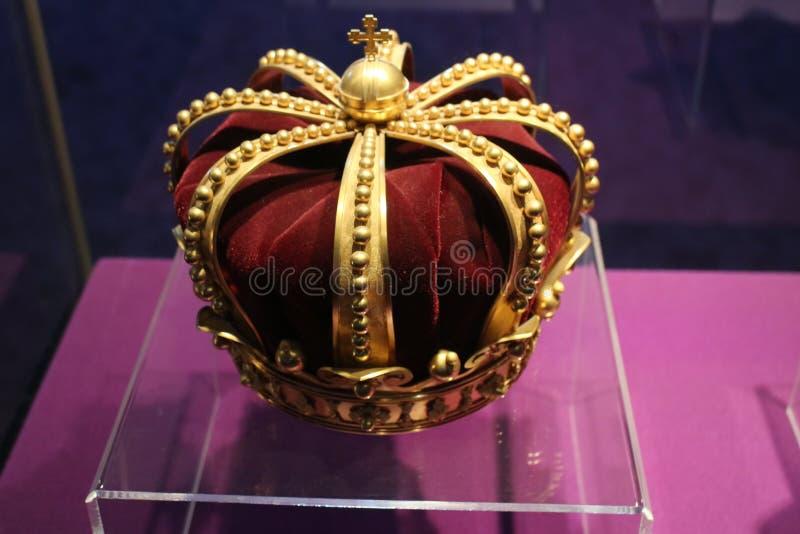Koninklijke kroon - stel in ional DE Istorie van Muzeul Naț een Nationaal Museum van României van Roemeense Geschiedenis Bucare royalty-vrije stock afbeeldingen