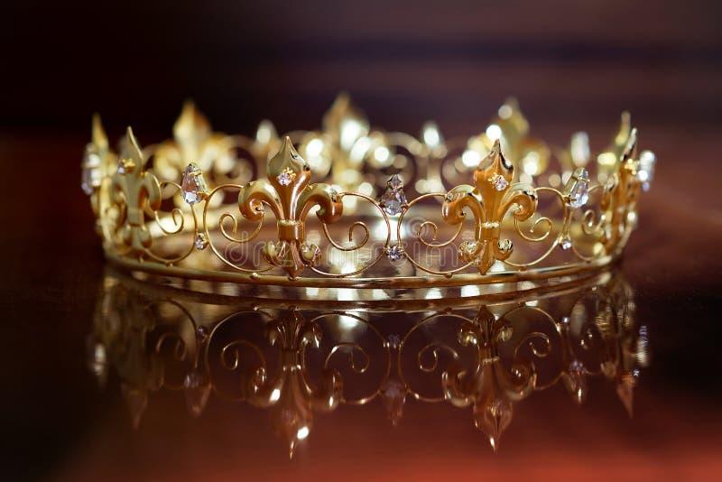 Koninklijke kroon voor koning of koningin Symbool van macht en rijkdom royalty-vrije stock fotografie