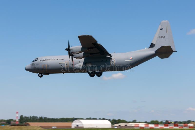 Koninklijke Noorse Luchtmacht Luftforsvaret Lockheed Martin c-130j-30 militaire de ladingsvliegtuigen van Hercules royalty-vrije stock foto's