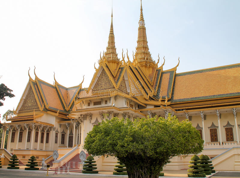 Koninklijke paleis en tuinen in Phnom Penh, Kambodja stock fotografie