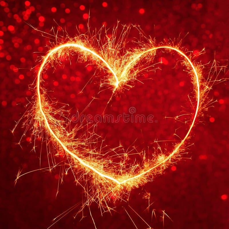 Download Koninklijke Rode Achtergrond Met Gloeiend Hart Stock Foto - Afbeelding bestaande uit viering, ontwerp: 107700780