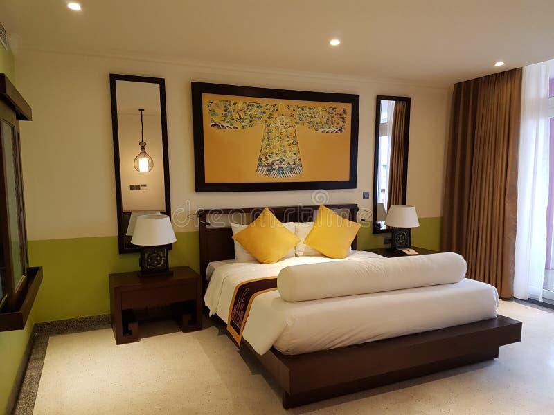 Koninklijke slaapkamer stock afbeelding. Afbeelding bestaande uit ...