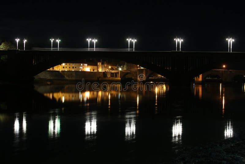 Koninklijke Tweedbrug, berwick-op-Tweed bij nacht stock afbeelding