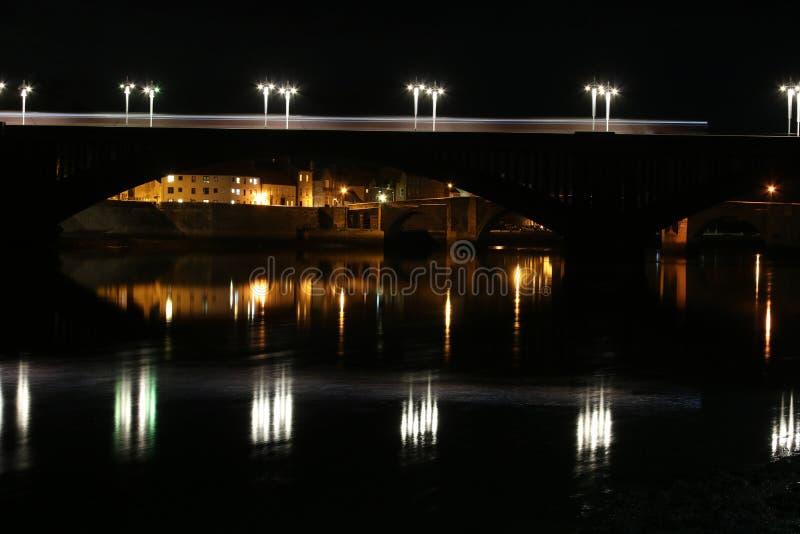Koninklijke Tweedbrug, berwick-op-Tweed bij nacht stock afbeeldingen