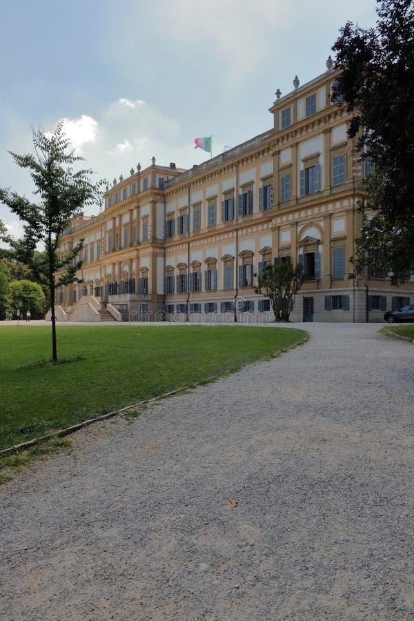 Koninklijke villa en tuin in het park in monzastad in Italië stock foto