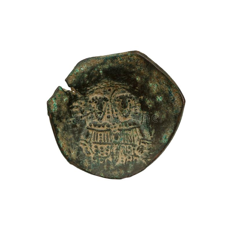 Konkavt forntida koppar- eller bronsbyzantinemynt som isoleras p? vit royaltyfria bilder