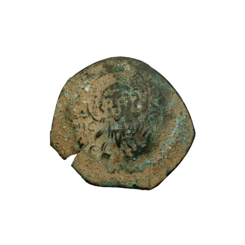 Konkavt forntida koppar- eller bronsbyzantinemynt som isoleras p? vit royaltyfri bild